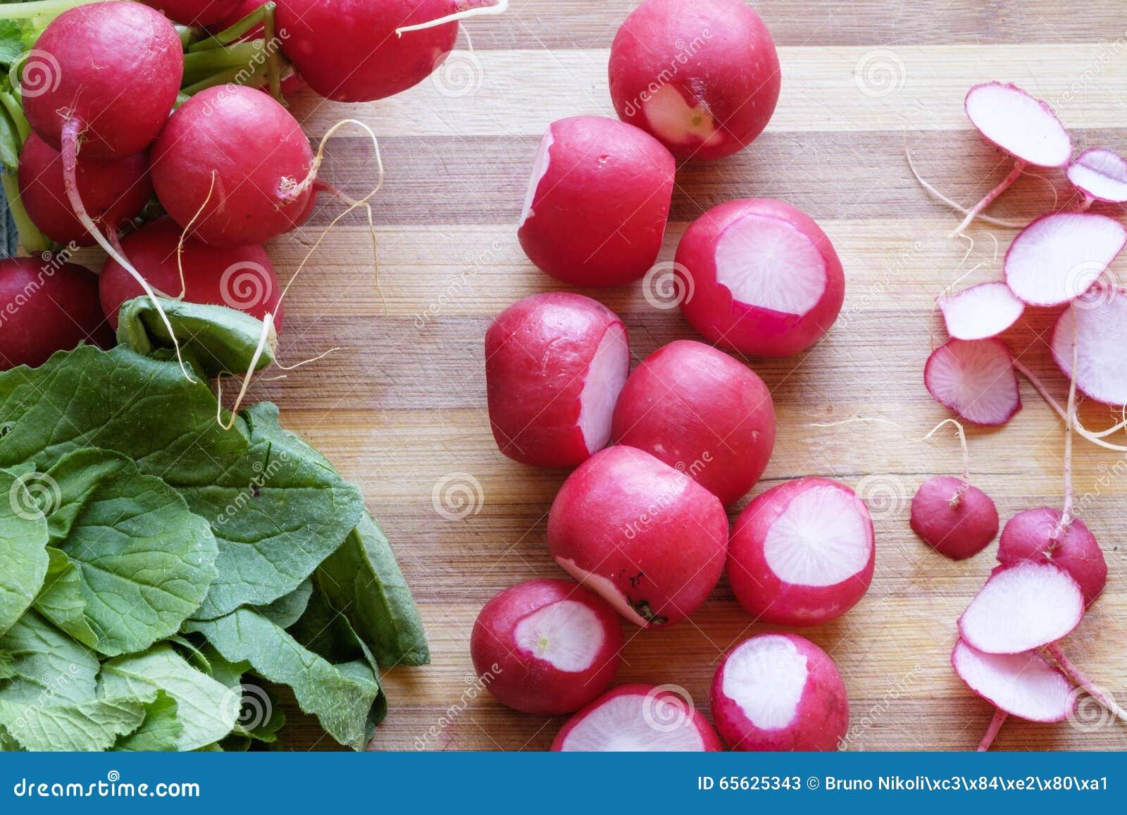 Groupe de serré supérieur de paysage de radis rouges