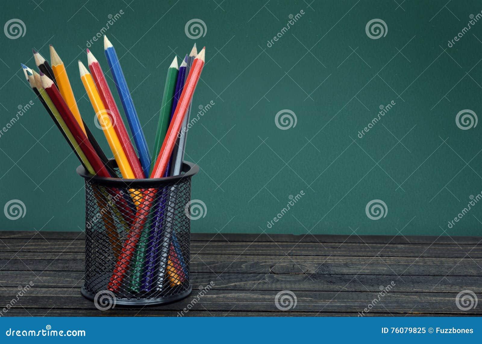 Groupe de stylos sur la table