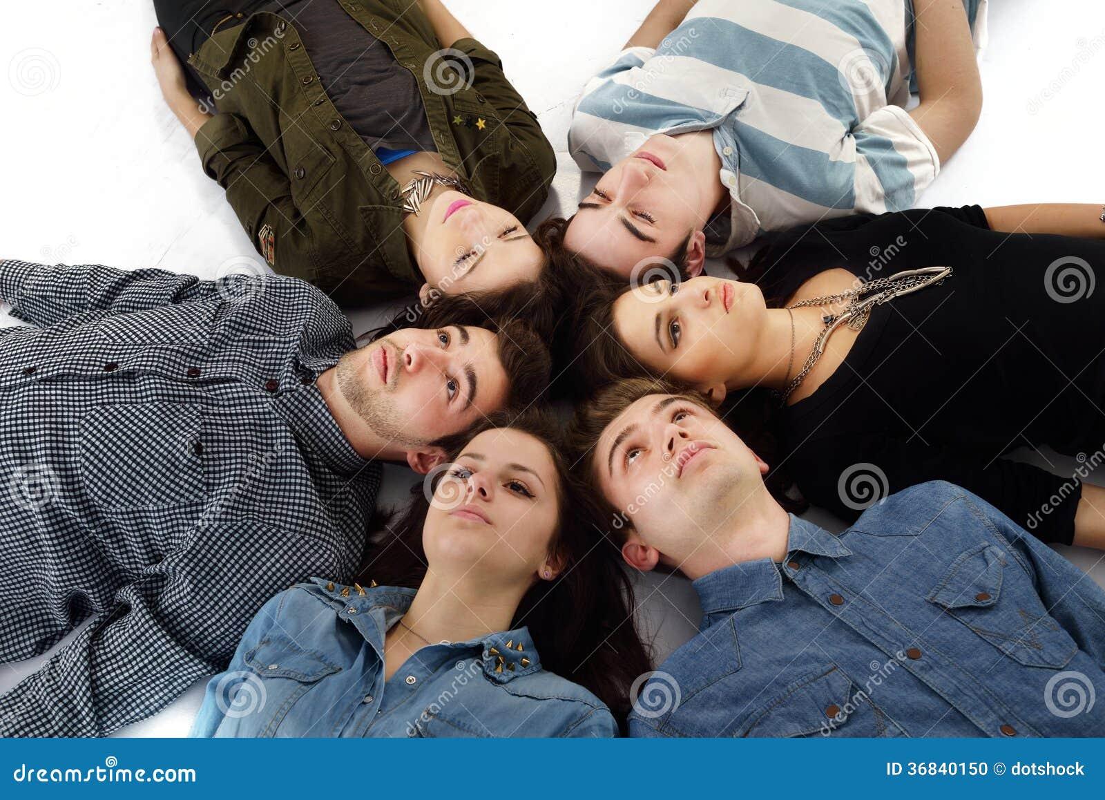 Groupe heureux d ados