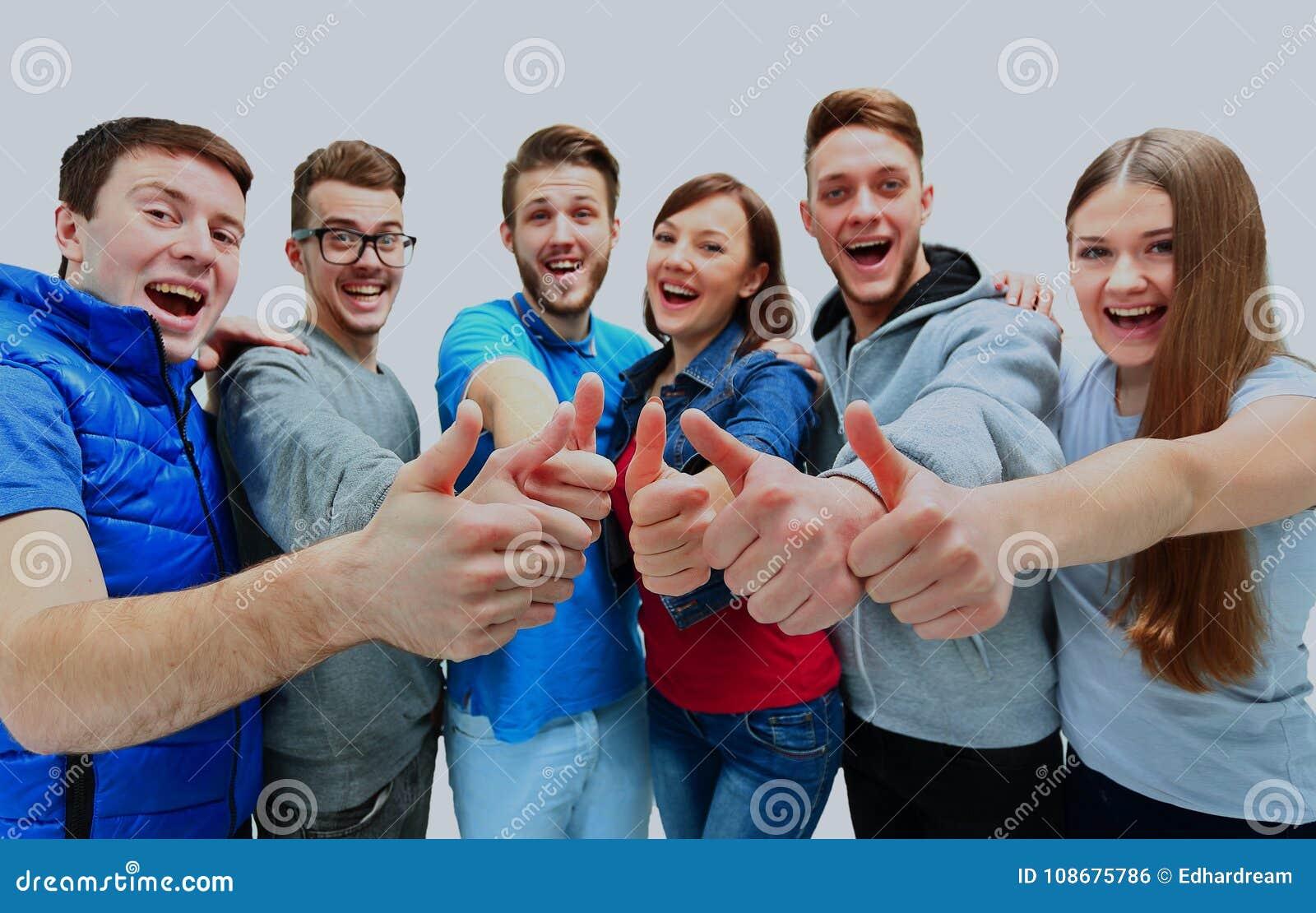 Groupe joyeux heureux d amis encourageant d isolement sur le fond blanc