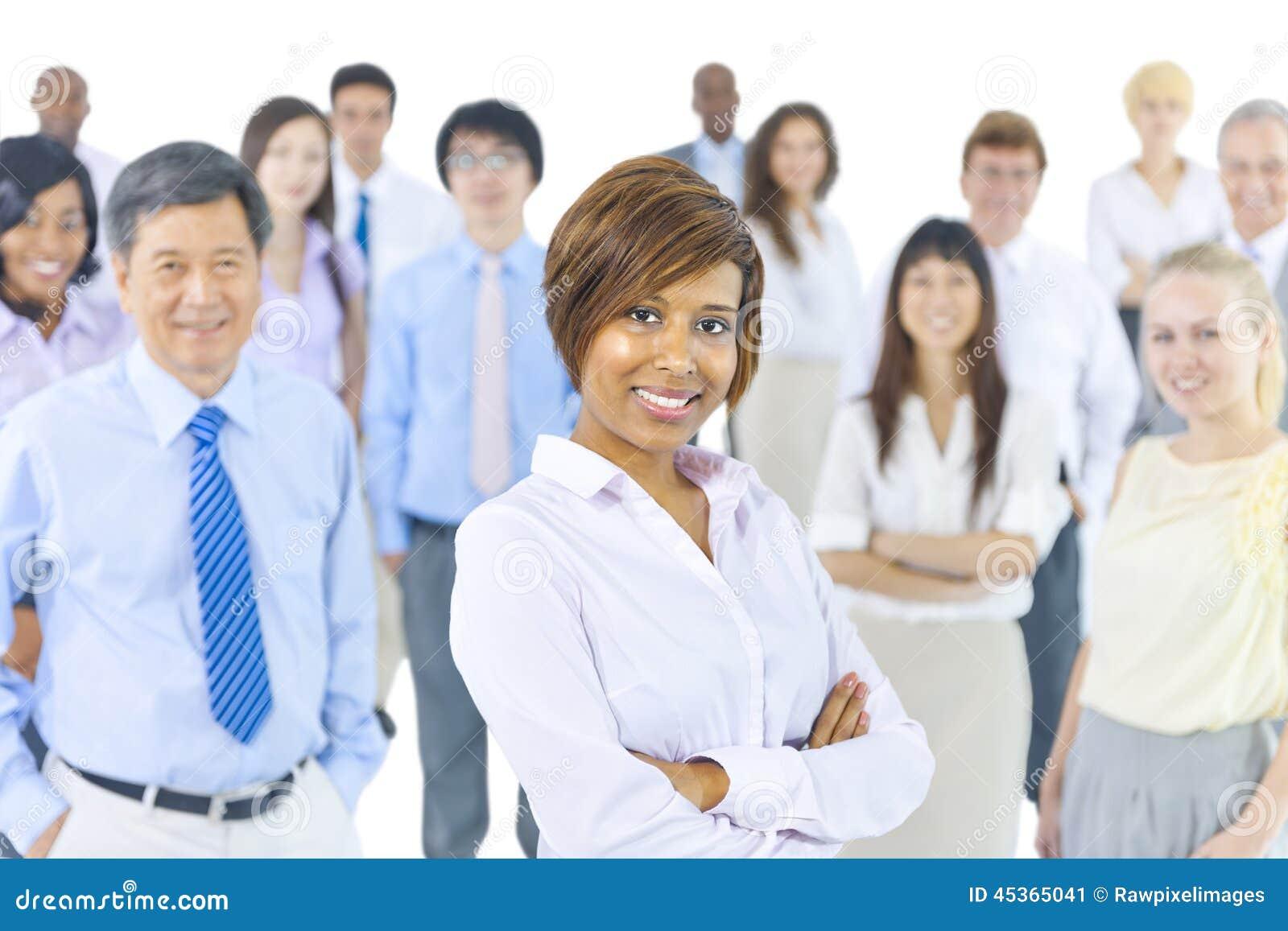 Groupe multi-ethnique de gens d affaires de sourire