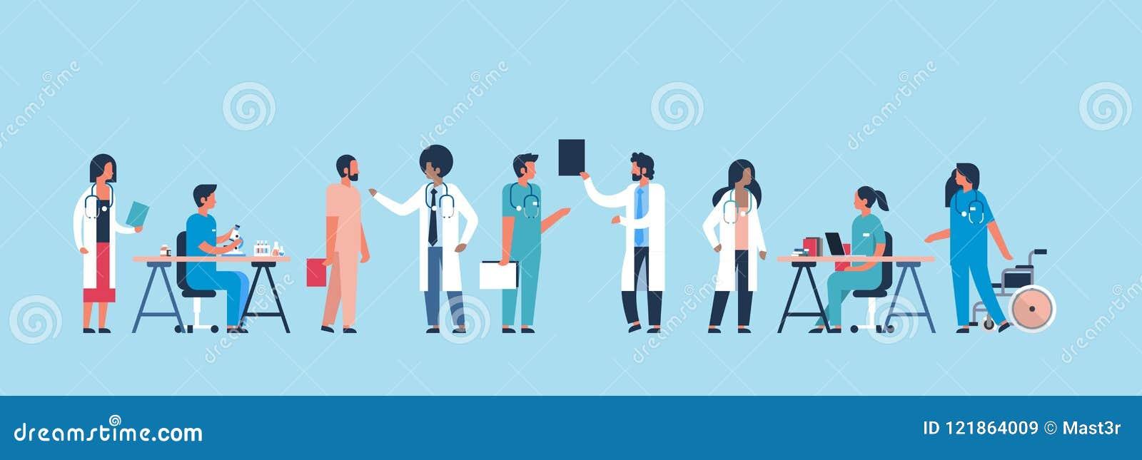 Groupez la communication d hôpital de médecins faisant à des expériences scientifiques les travailleurs médicaux divers fond bleu