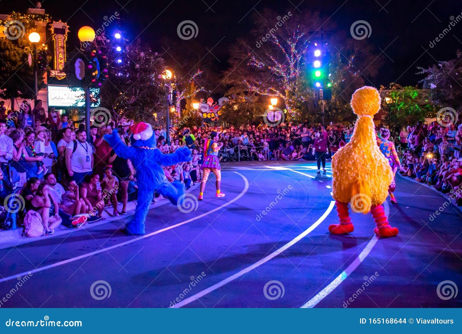 Grover Christmas Parade 2020 Grover And Big Bird Sesame Street Christmas Parade At Seaworld