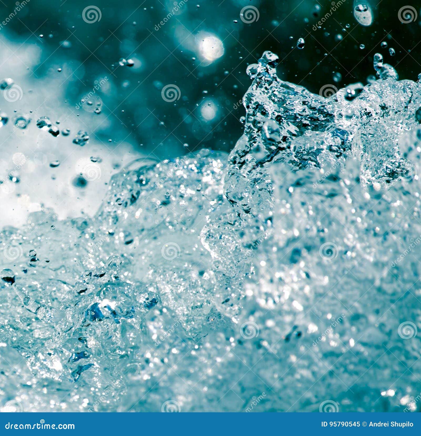 Grovt vatten från vågor