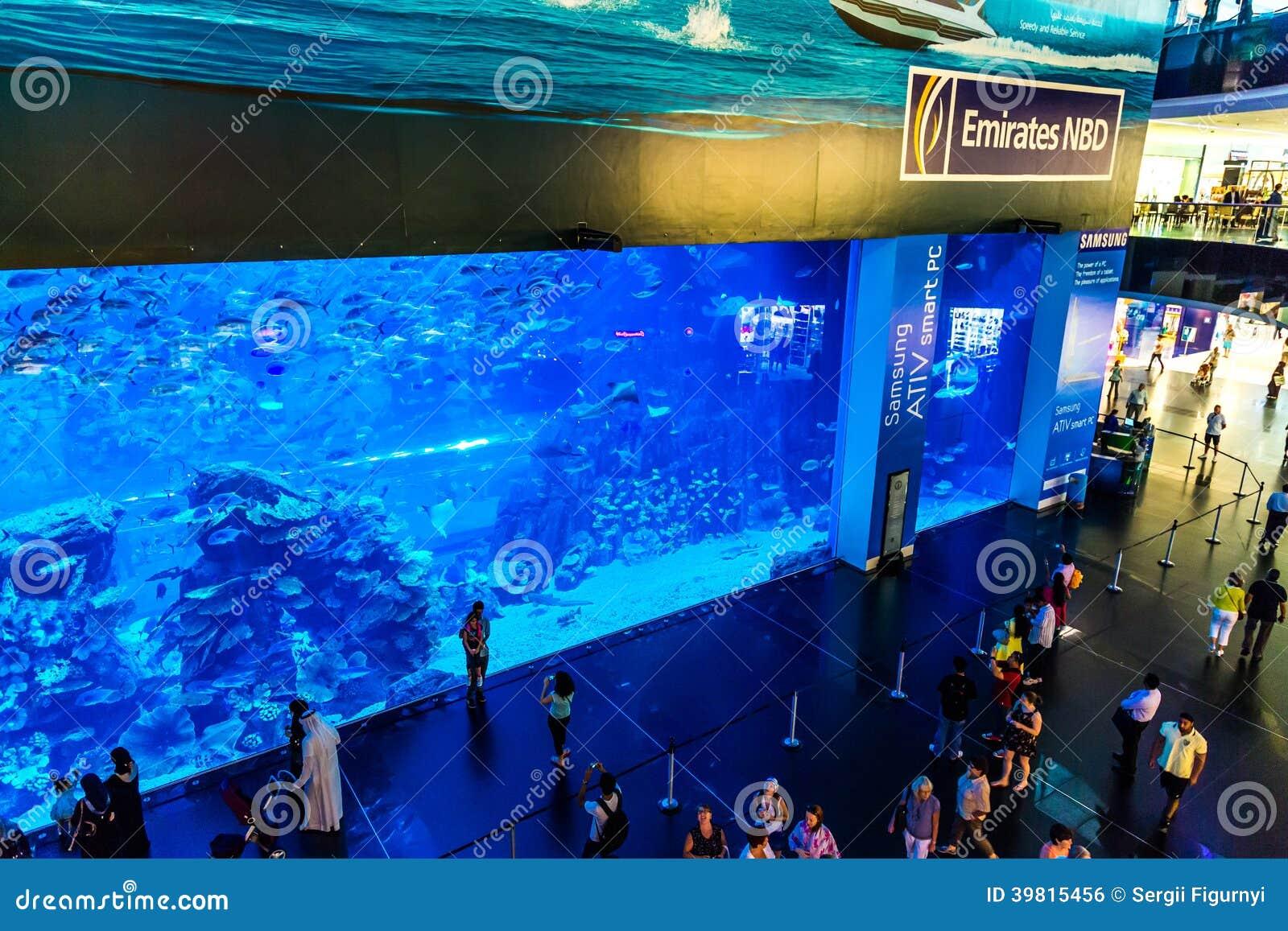 gr tes aquarium der welt in dubai mall redaktionelles foto bild 39815456. Black Bedroom Furniture Sets. Home Design Ideas