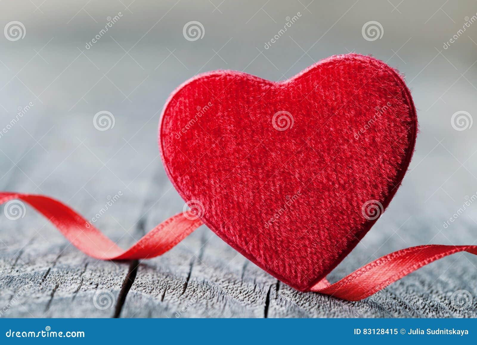 Grusskarte Am Heilig Valentinstag Mit Rotem Herzen Der Paare Auf