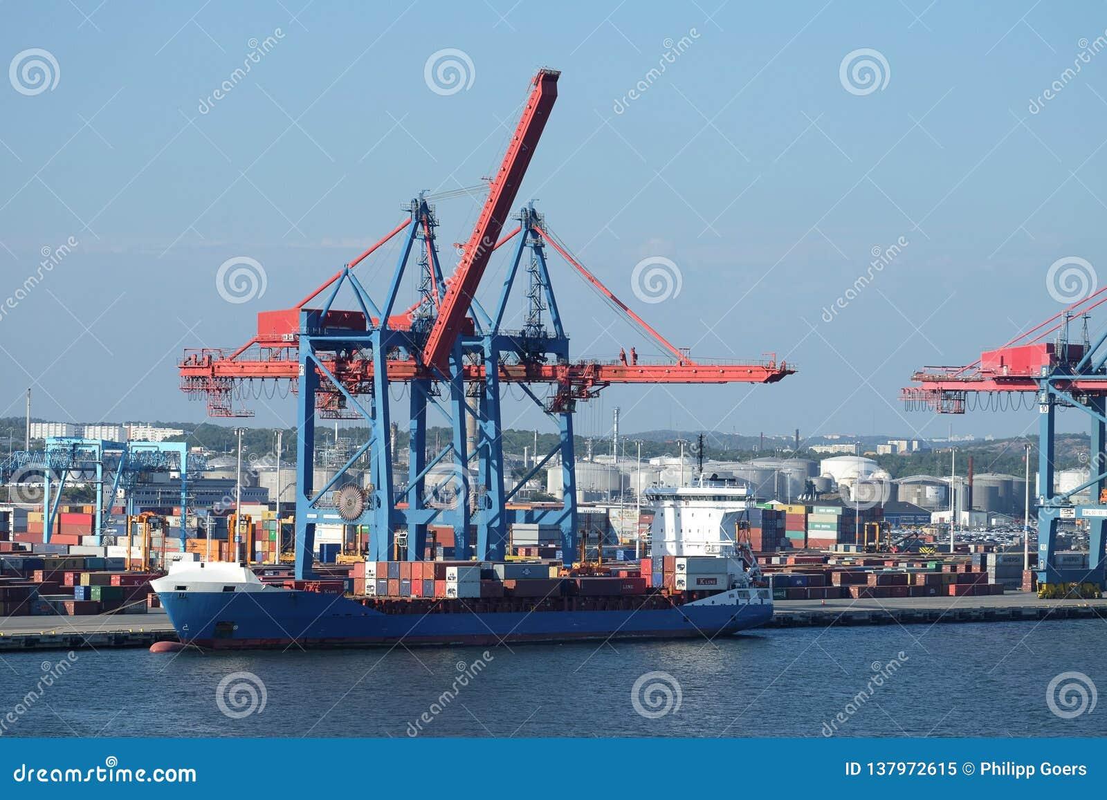 Gru del contenitore del porto di Gothenburg