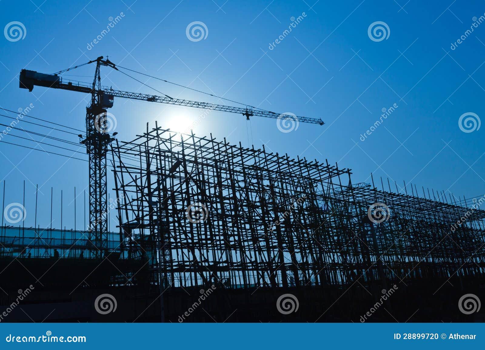 Gru e sito della costruzione di edifici