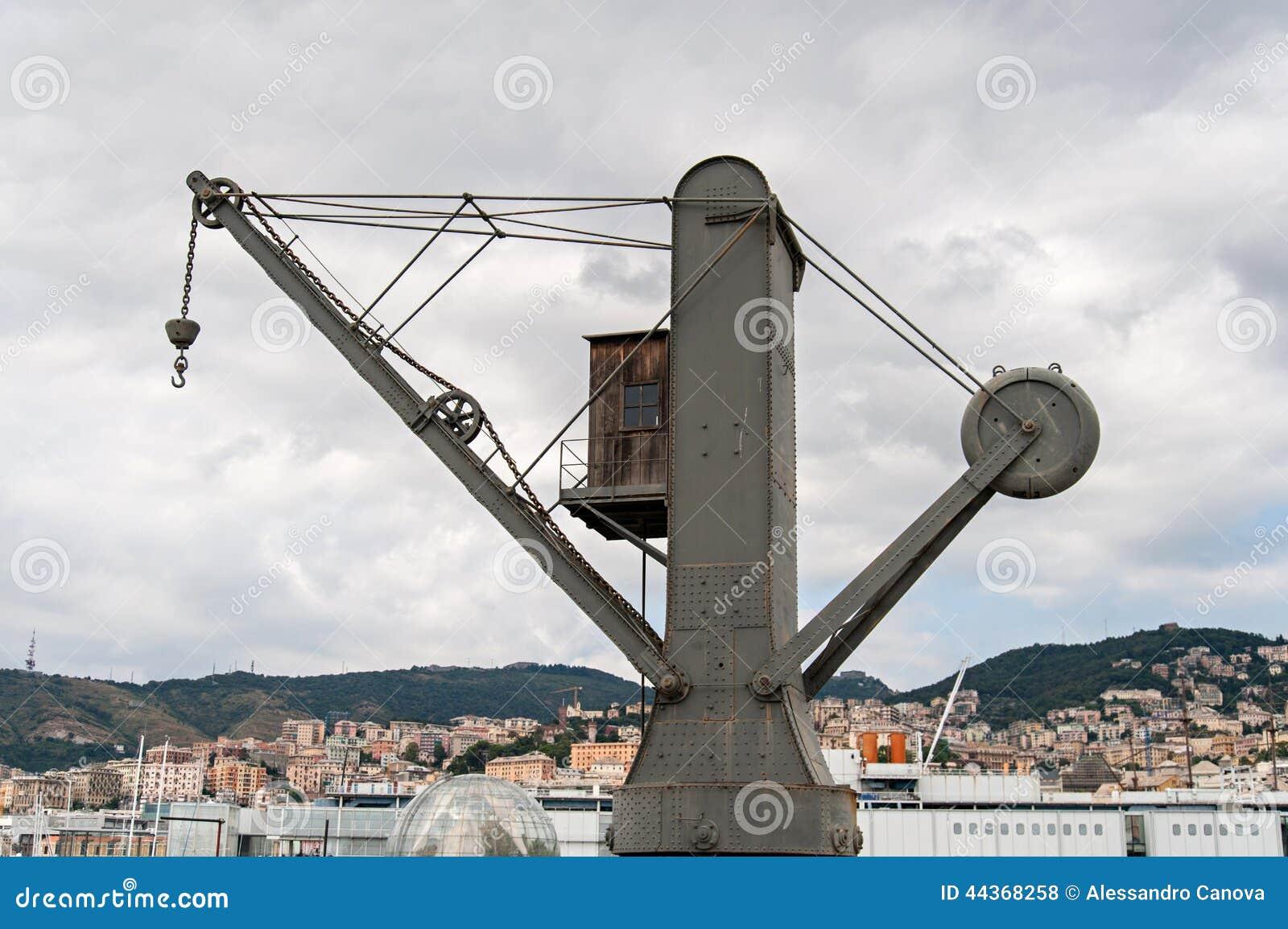 Gru idraulica antica nel porto di Genova