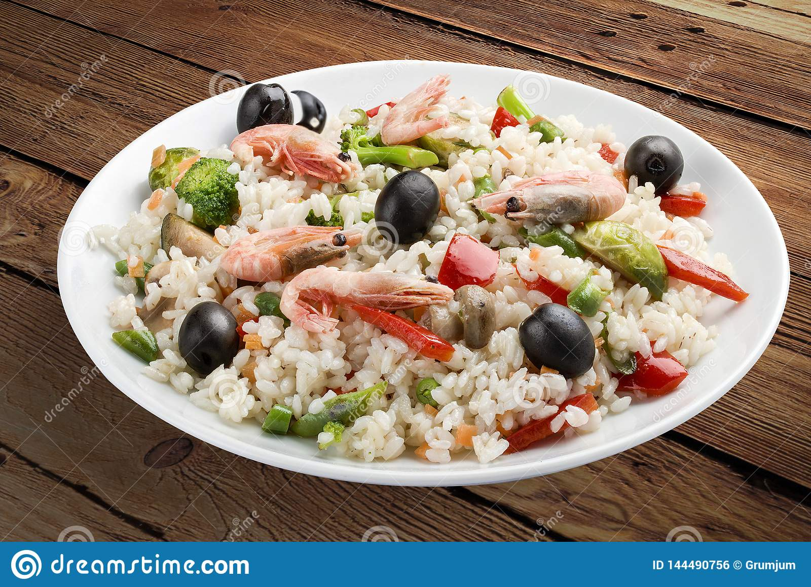 Gruau de riz avec des crevettes et des légumes