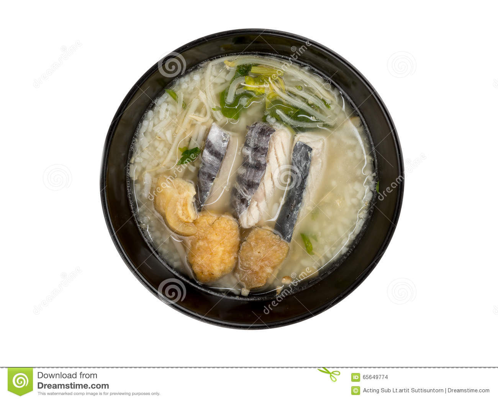 Gruau de riz avec des poissons