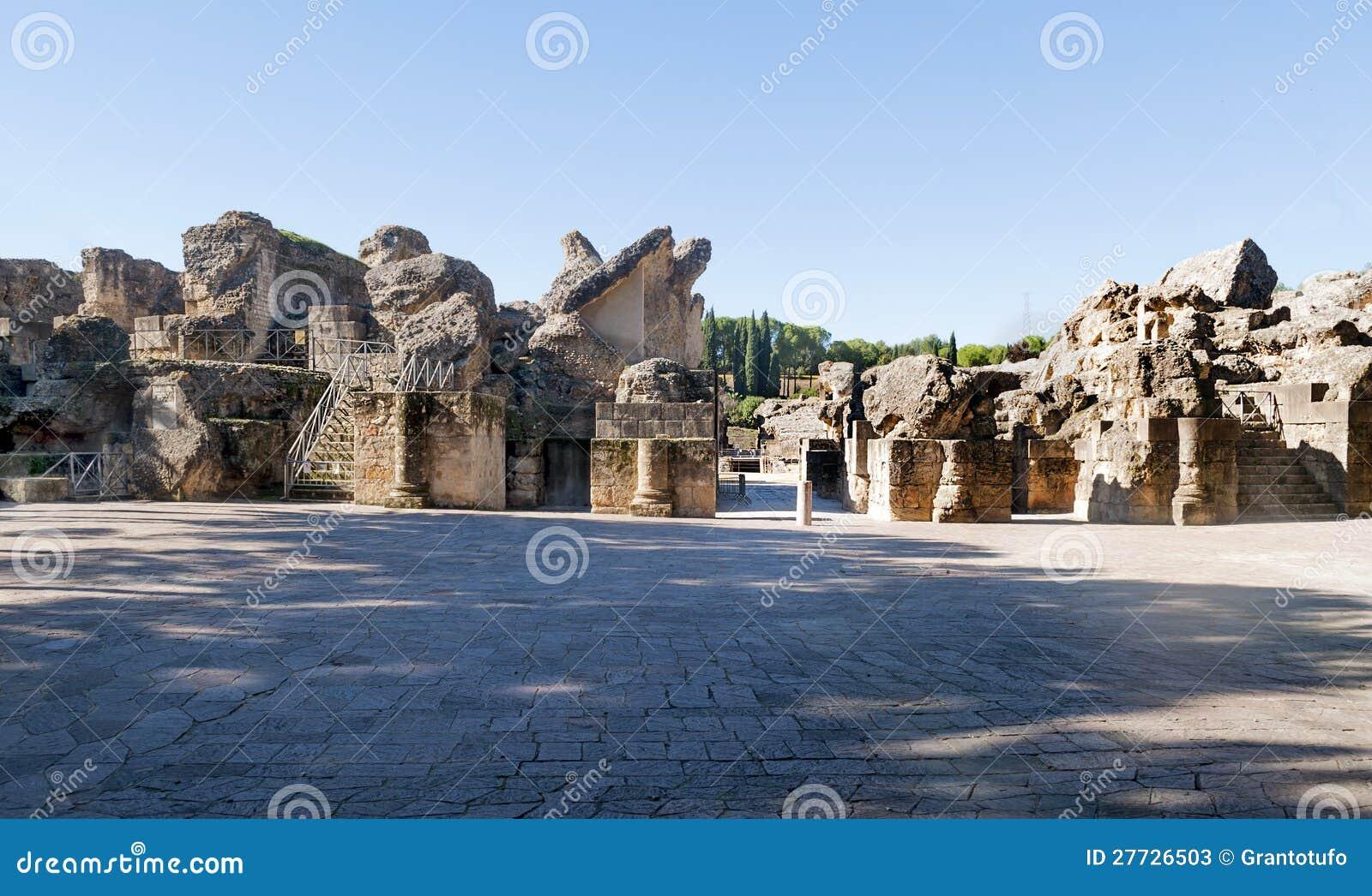 Grube mit Spalten des Italica Kolosseums