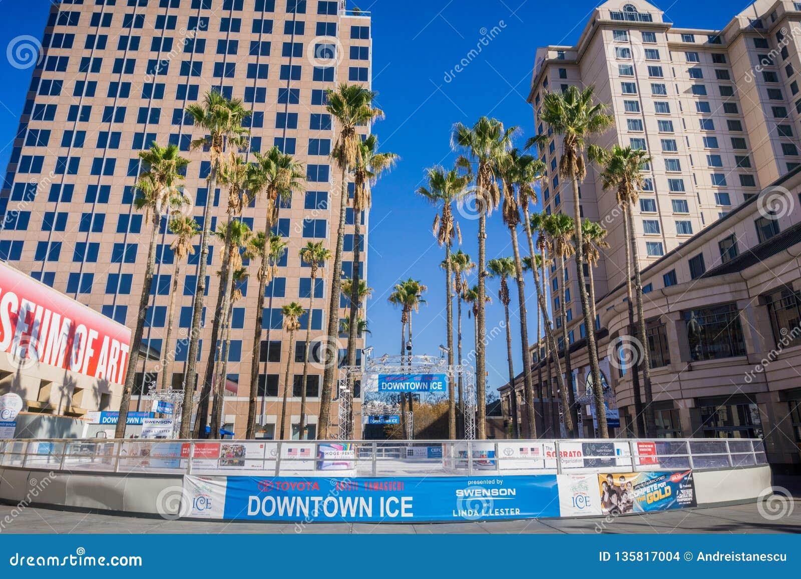 Grudzień 6, 2017 San Jose, CA, usa/- śródmieście lód, sezonowy, rodzinny życzliwy plenerowy łyżwiarski lodowisko lokalizujący w o