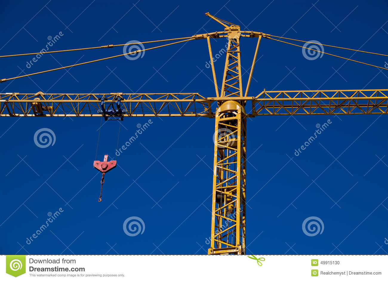 Grue de construction avec la poulie