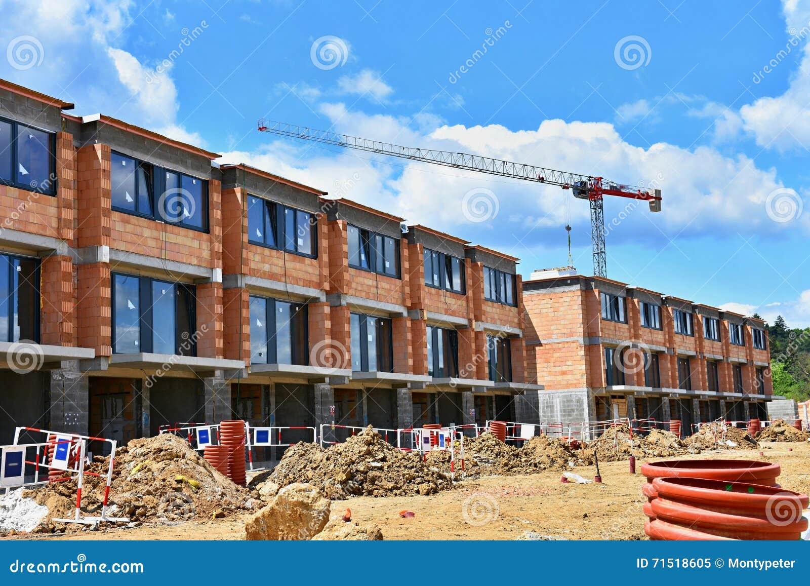 Grue et construction de nouveaux b timents beau fond pour for Nouveaux plans de maison de construction