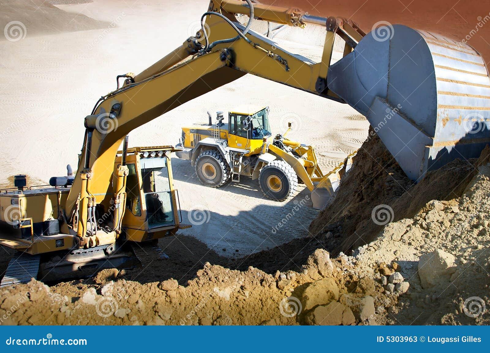 Download Grue et toro immagine stock. Immagine di bulldozer, pala - 5303963