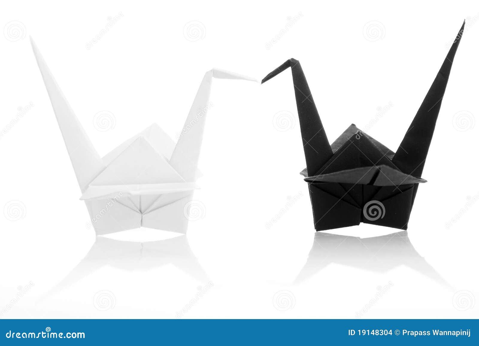 grue japonaise traditionnelle noire et blanche d 39 origami images stock image 19148304. Black Bedroom Furniture Sets. Home Design Ideas