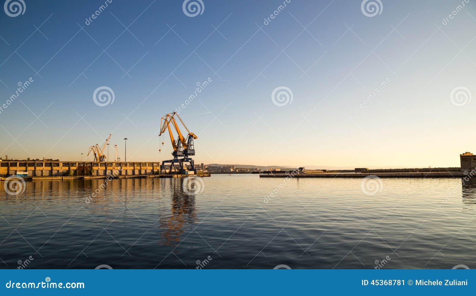 Grues du port de Trieste