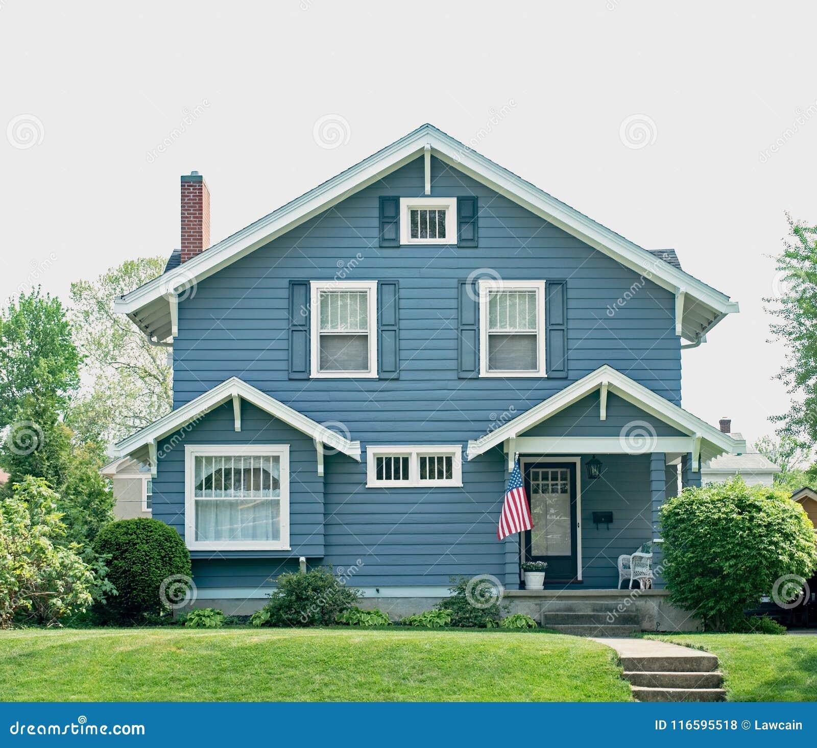 Grundläggande blåtthus med den lilla farstubron