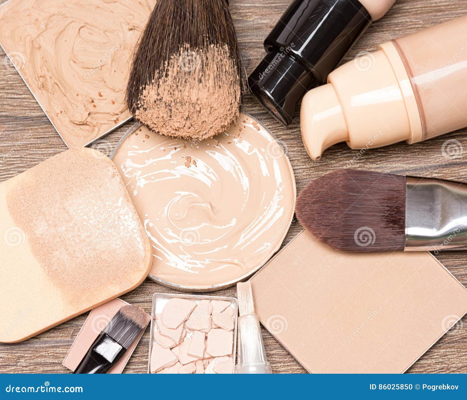 Grundlegende kosmetische Produkte für fehlerlosen Teint
