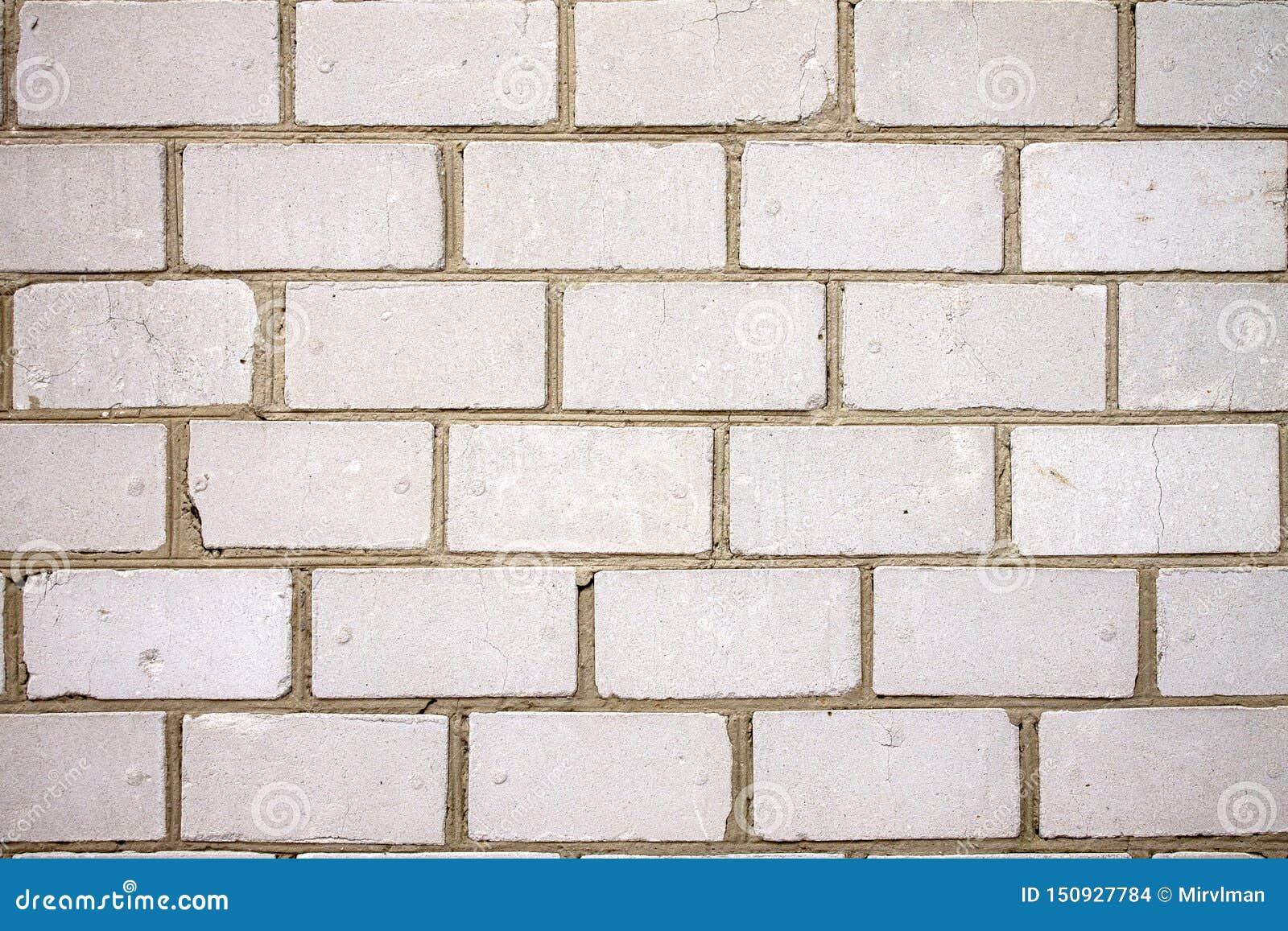 Grungy городская действительно белая кирпичная стена