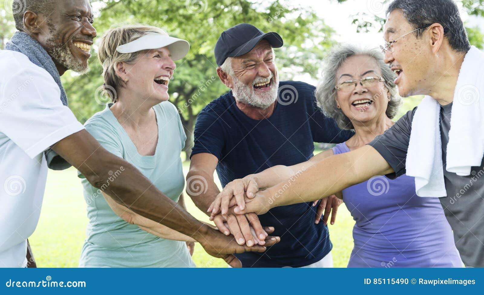 Grupa Ćwiczy więzi pojęcie Starsza emerytura