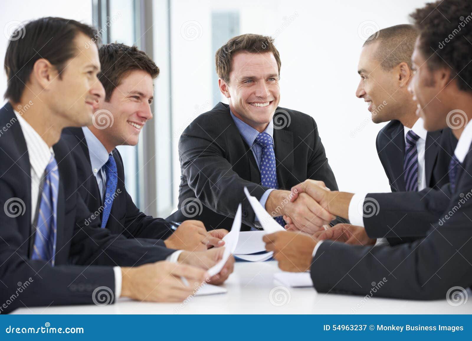 Grupa biznesmeni Ma spotkania W biurze