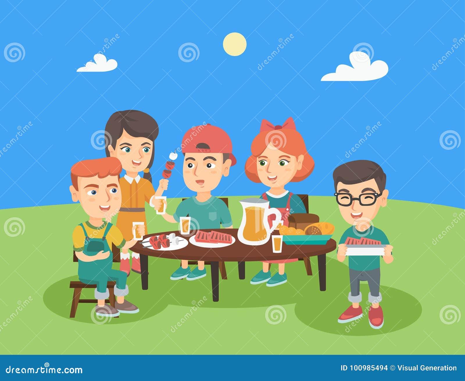 Grupa caucasian dzieci ma zabawę przy pinkinem