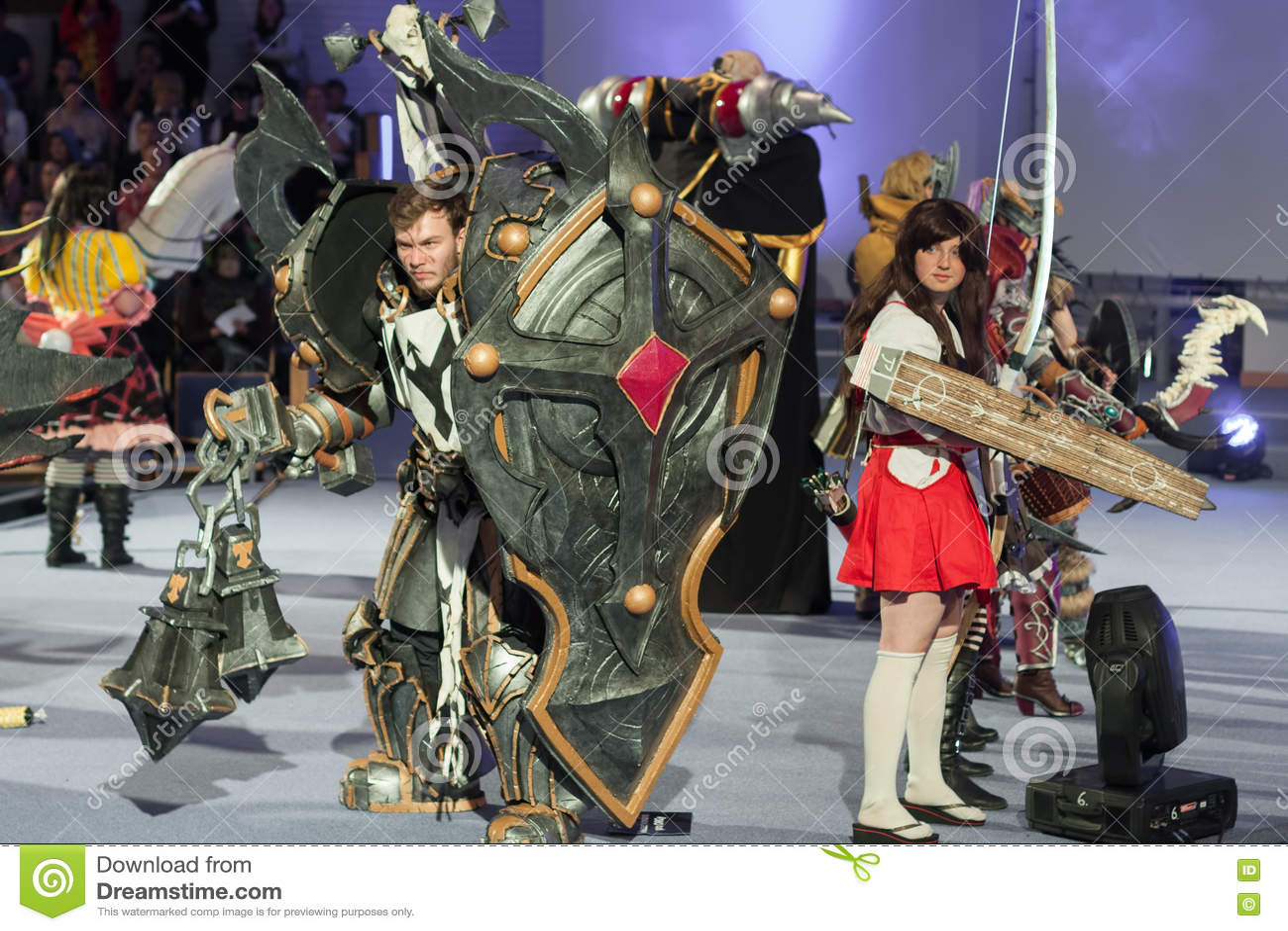 Grupa cosplayers poza podczas cosplay konkursu przy Animefest