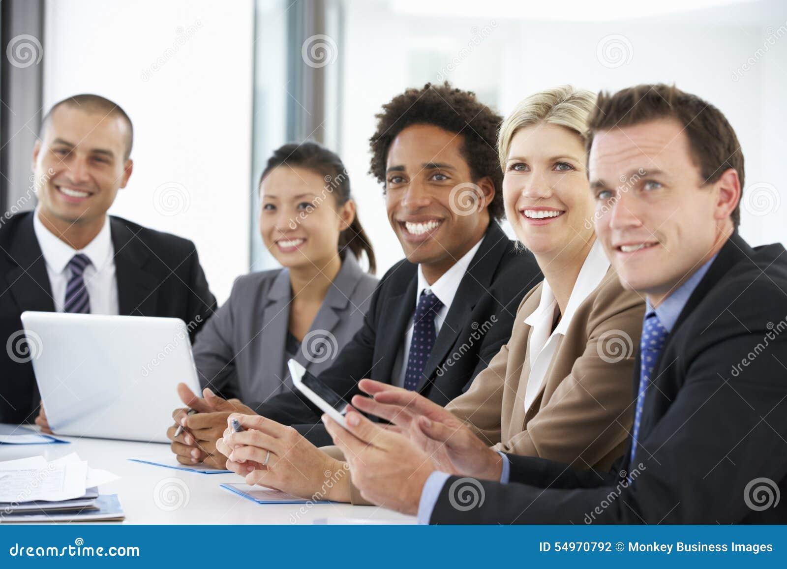 Grupa ludzie biznesu Słucha kolegi adresowania Biurowy spotkanie