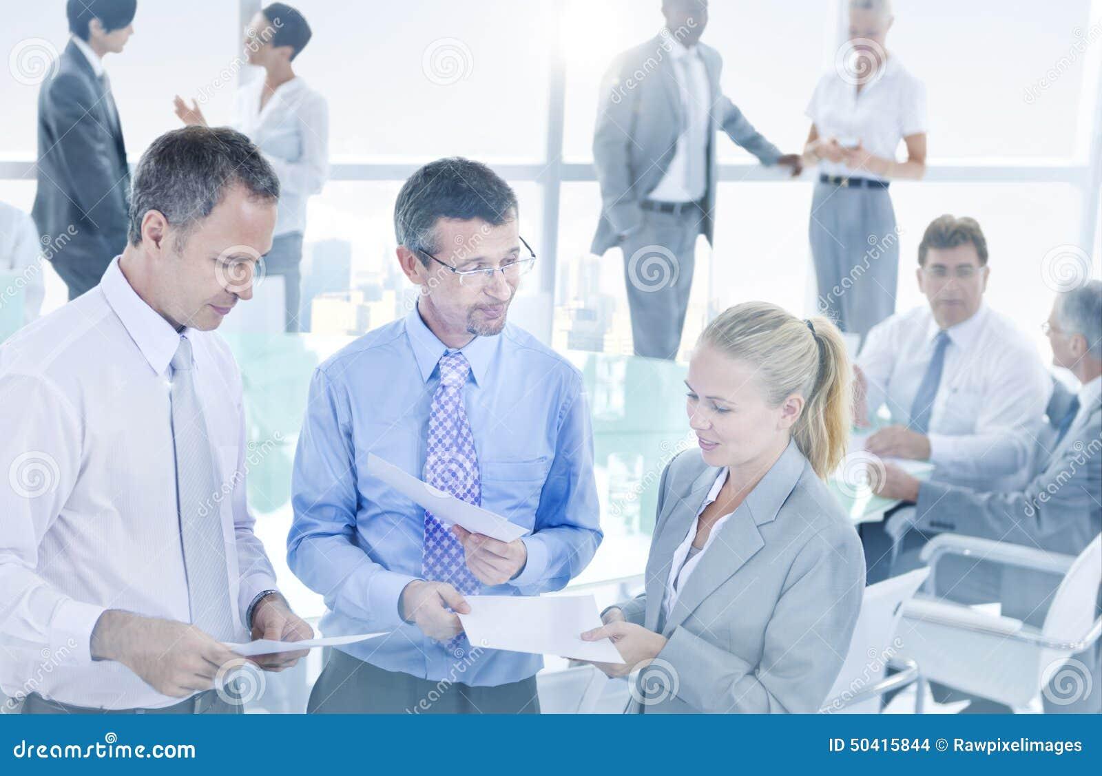 Grupa ludzie biznesu Spotyka Konferencyjnego pojęcie
