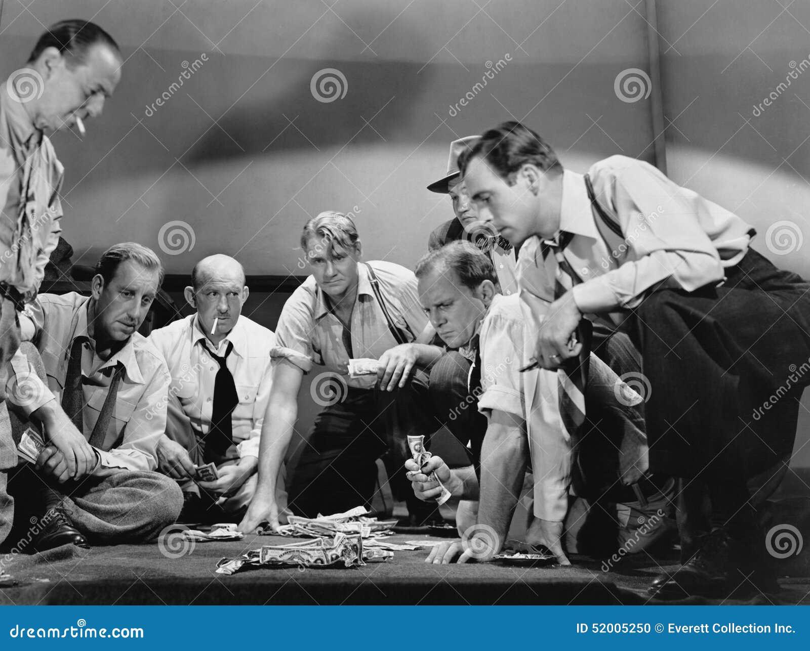 Grupa mężczyzna uprawiać hazard