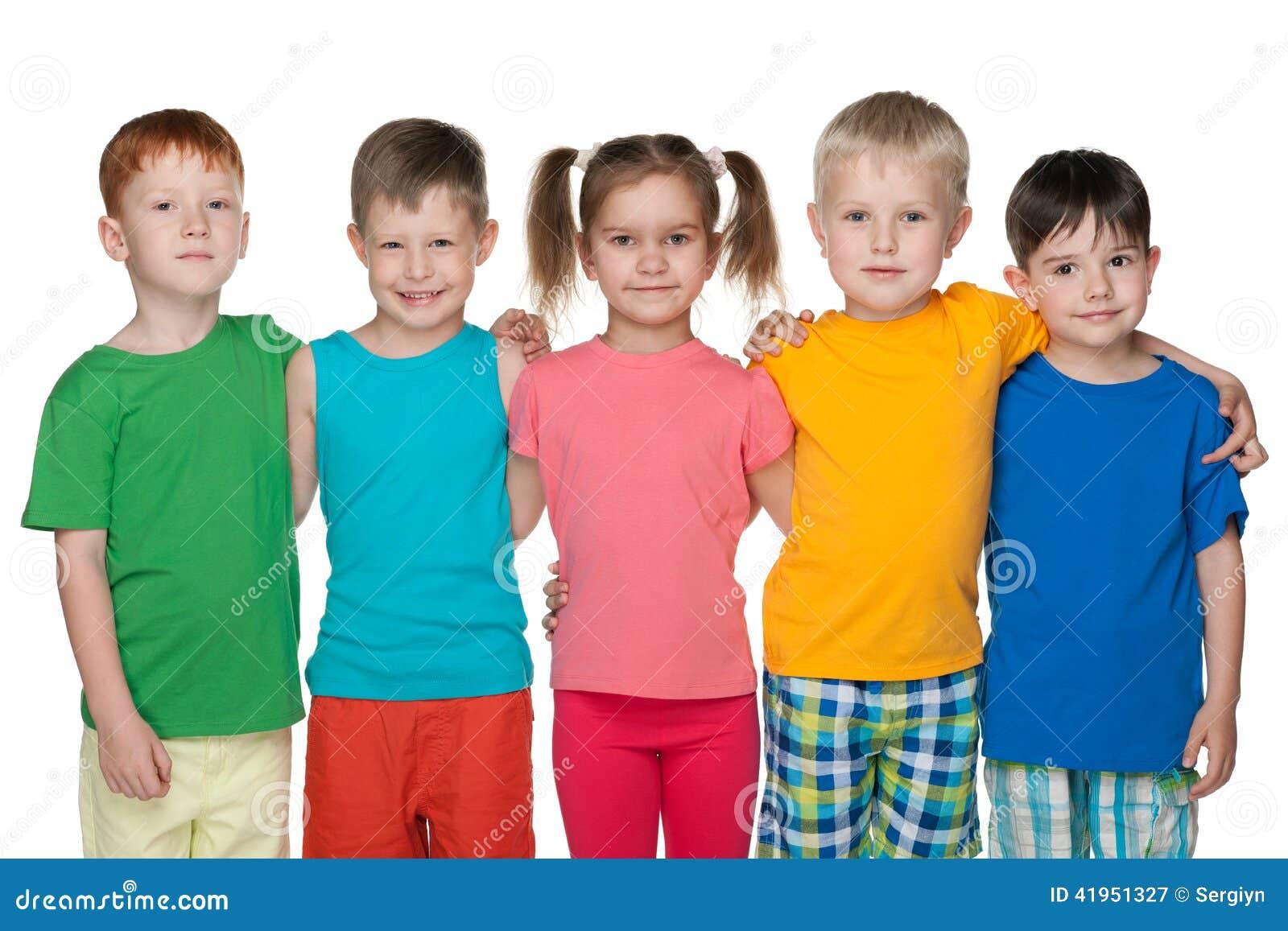 Grupa pięć szczęśliwych dzieci