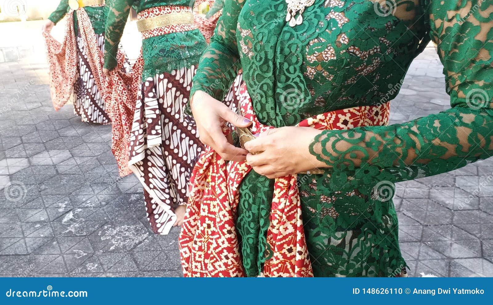 Grupa pi?kne tancerz dziewczyny od Yogyakarta z pi?knymi Jawajskimi tradycyjnego tana kostiumami