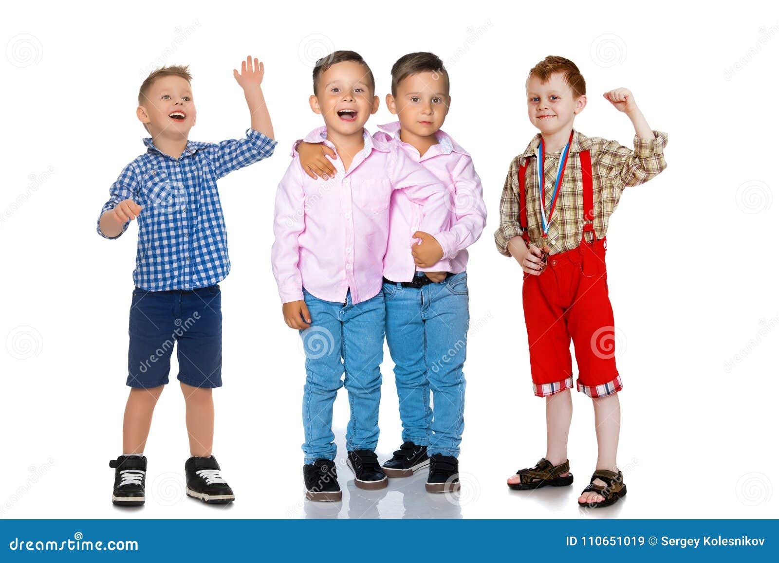 Grupa rozochocone chłopiec