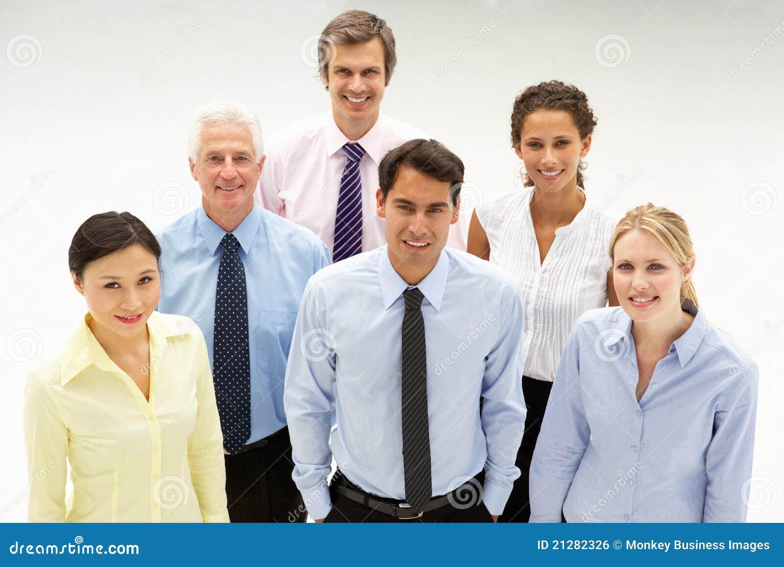 Grupo étnico mezclado de hombres de negocios