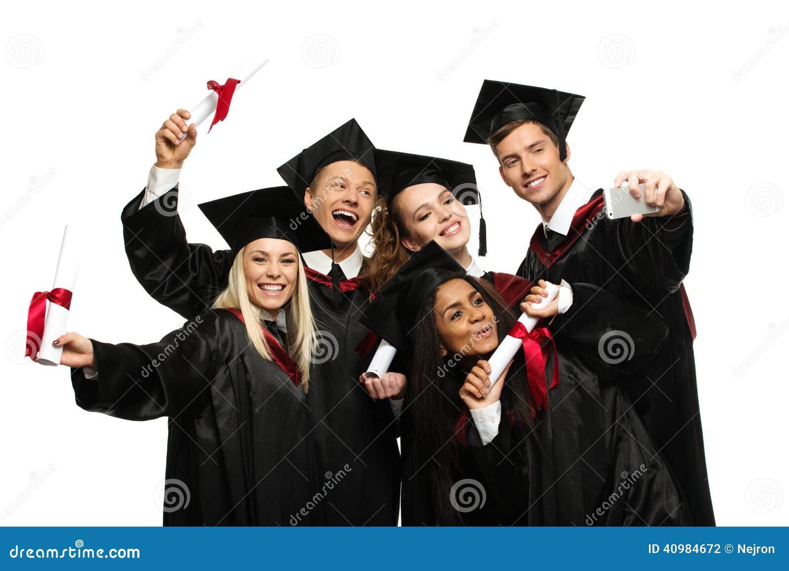 Grupo étnico multi de estudiantes graduados
