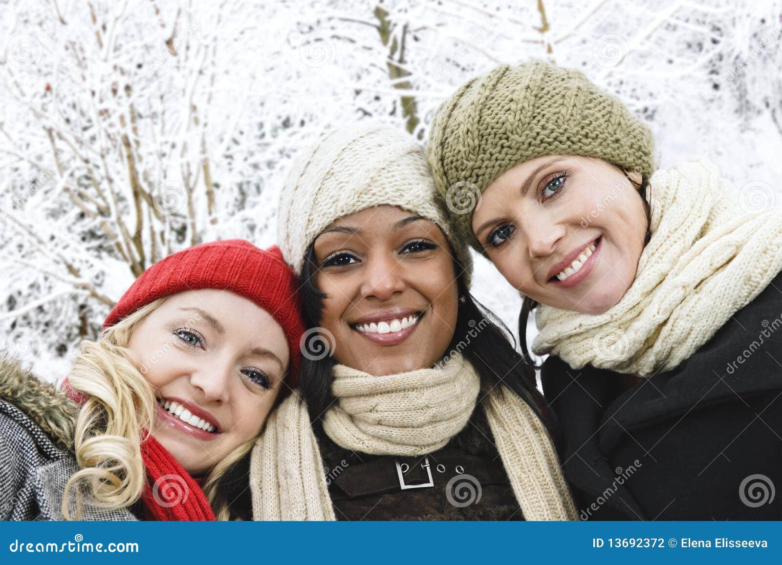 Imagem Para Grupo De Amigos No Whatsapp: Grupo De Amigos De Menina Fora No Inverno Fotografia De