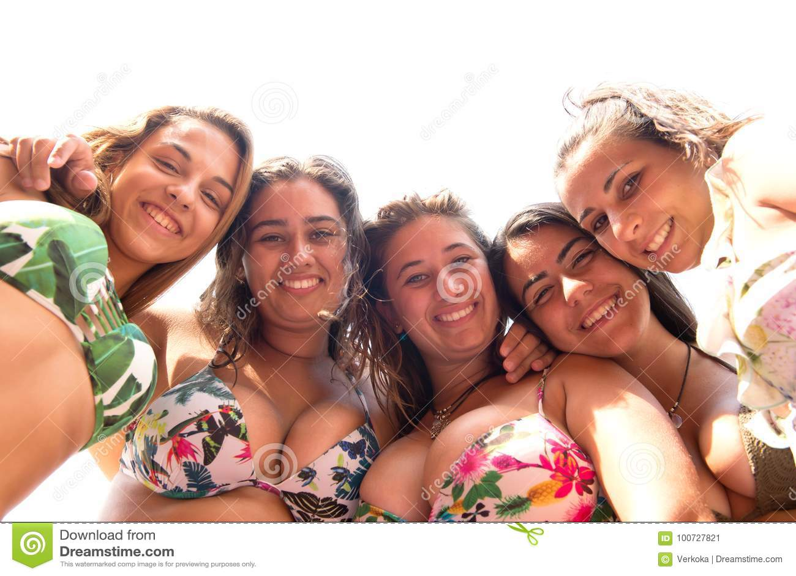 Grupo de amigos na praia