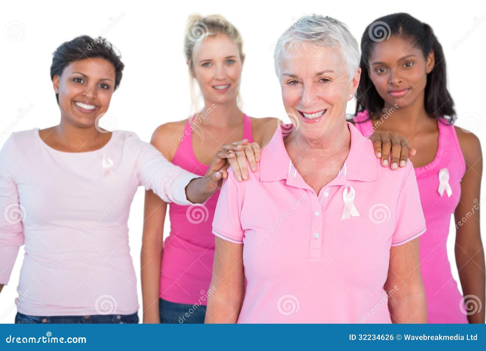 Grupo De Apoyo De Mujeres Que Llevan Cintas Rosadas De Los