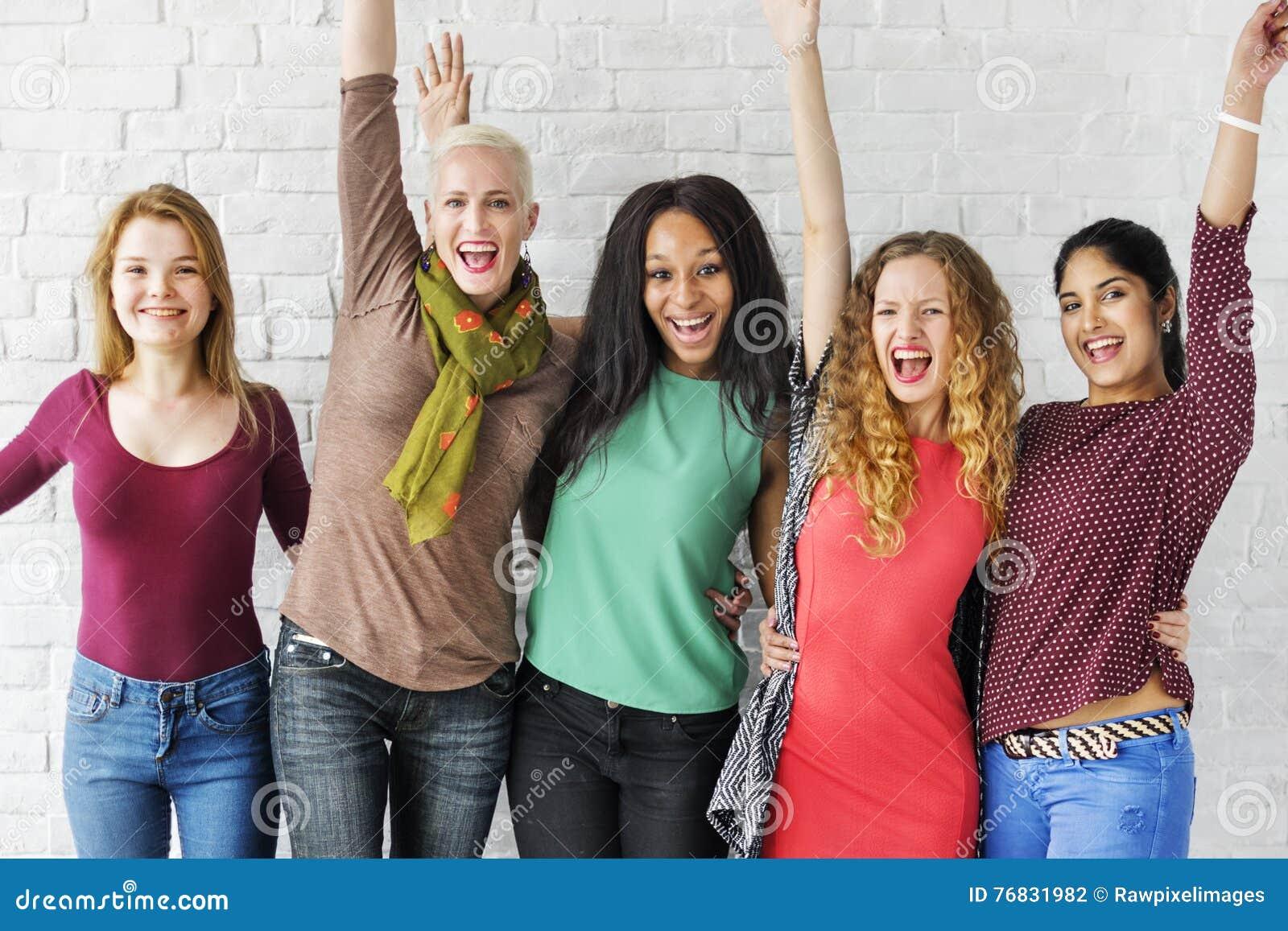Grupo de concepto alegre de la felicidad de las mujeres