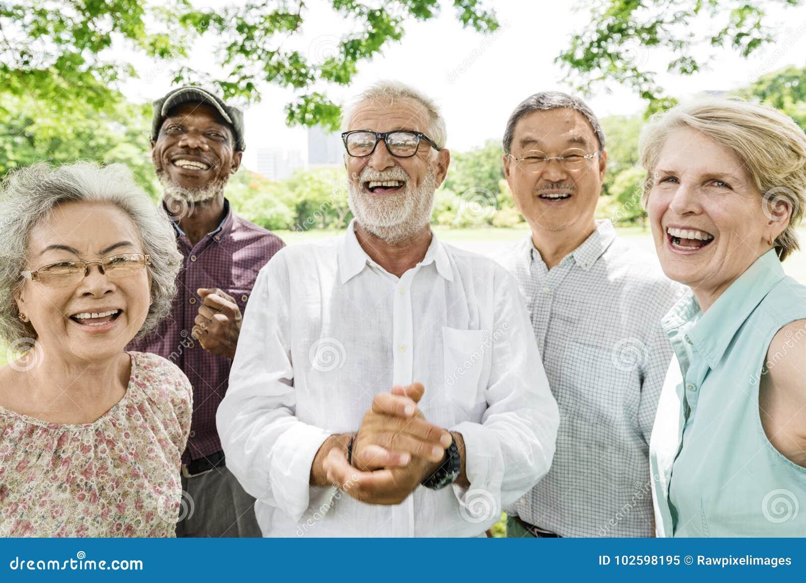 Grupo de concepto mayor de la felicidad de los amigos del retiro