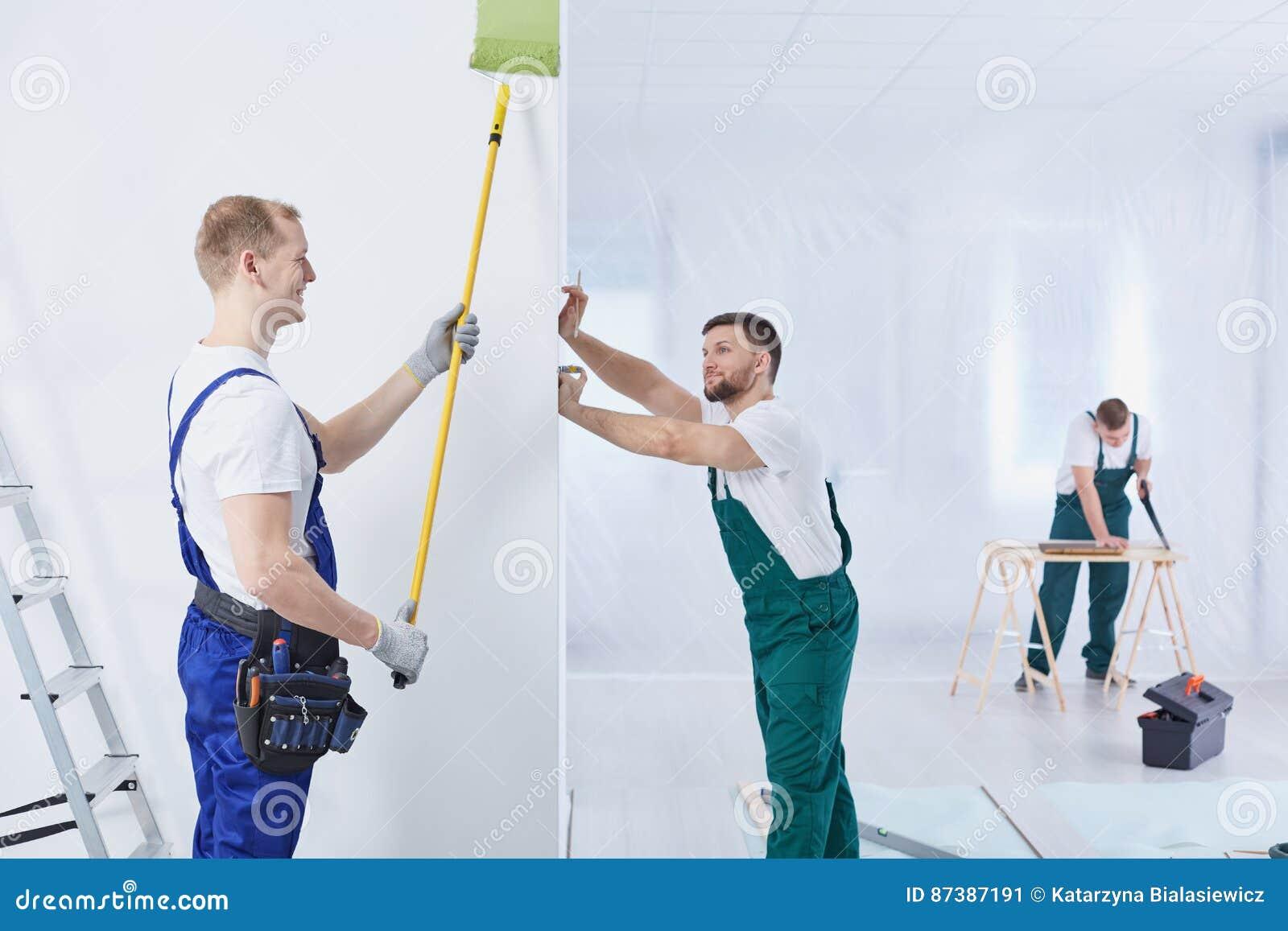 Grupo de construção no trabalho