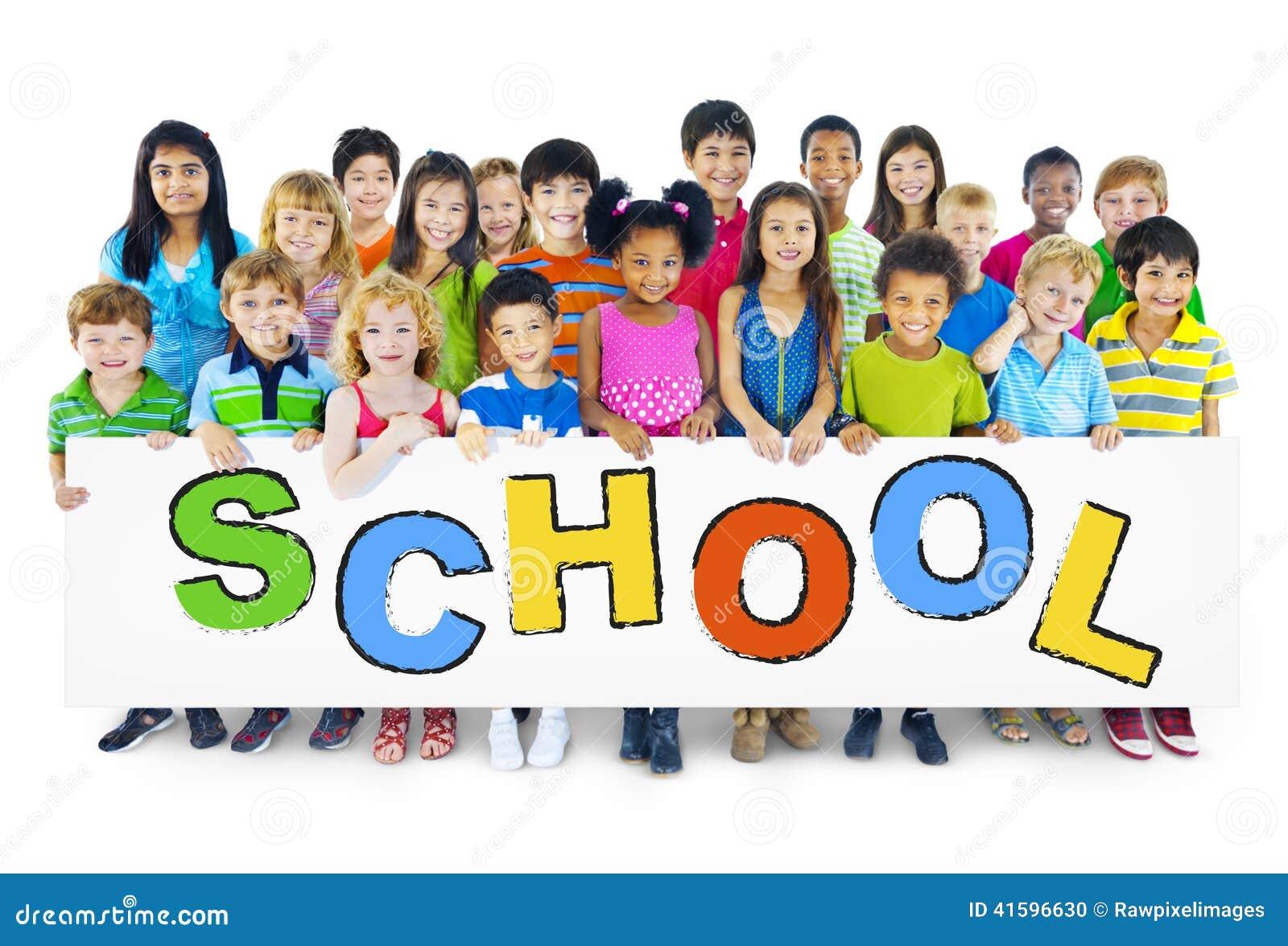 Grupo de crianças com conceito da escola