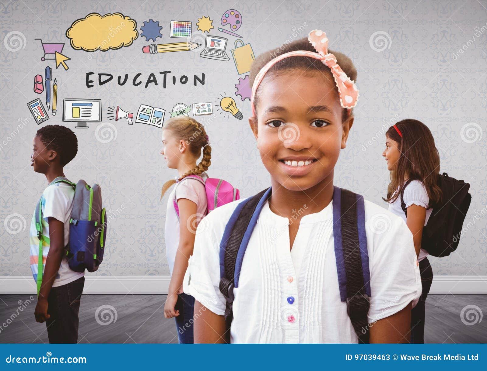 Grupo de crianças com os sacos em gráficos da sala e da educação