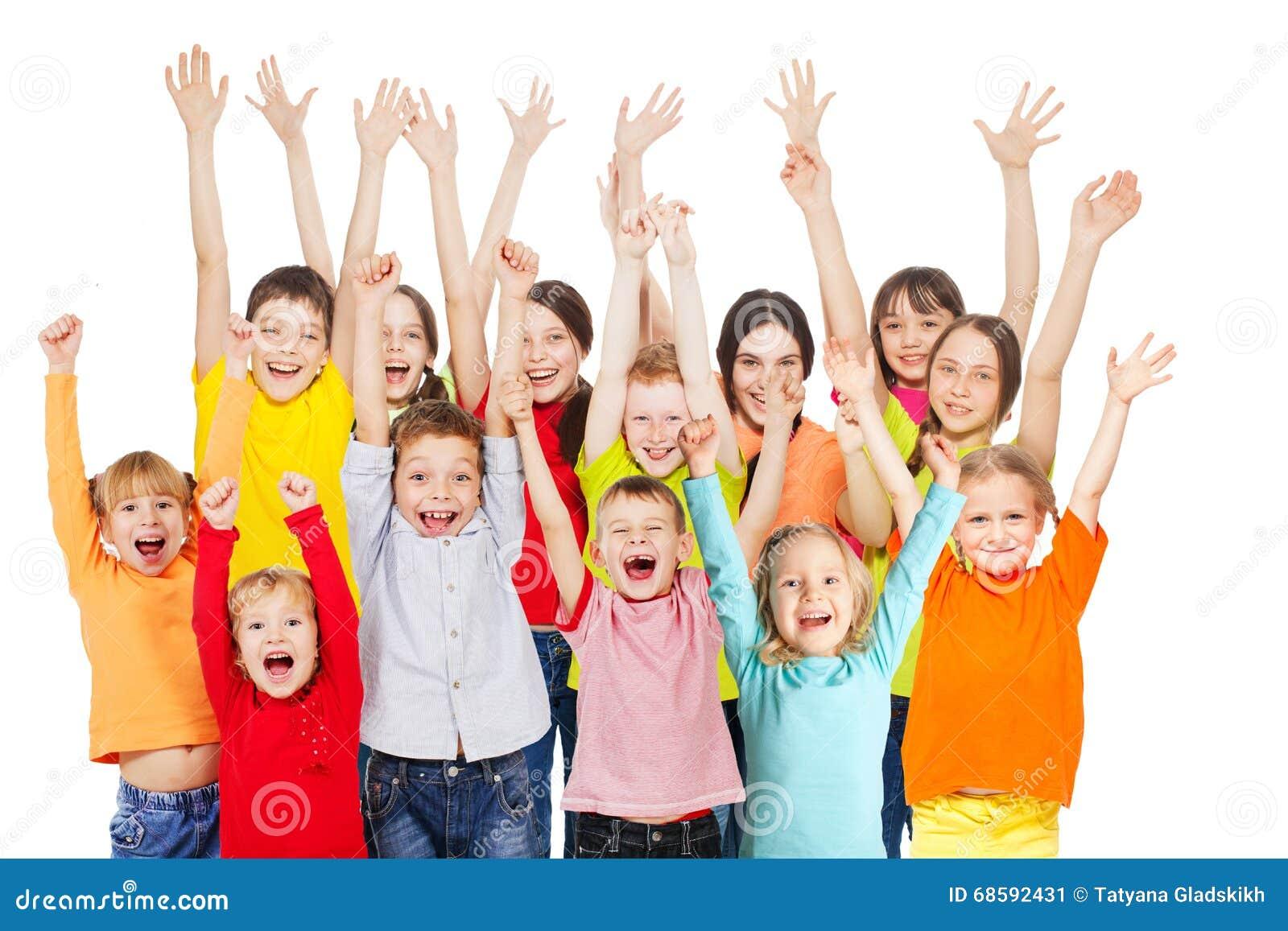 Meninos E Meninas De Nacionalidades Diferentes Childre: Grupo De Crianças Felizes De Idades Diferentes Foto De