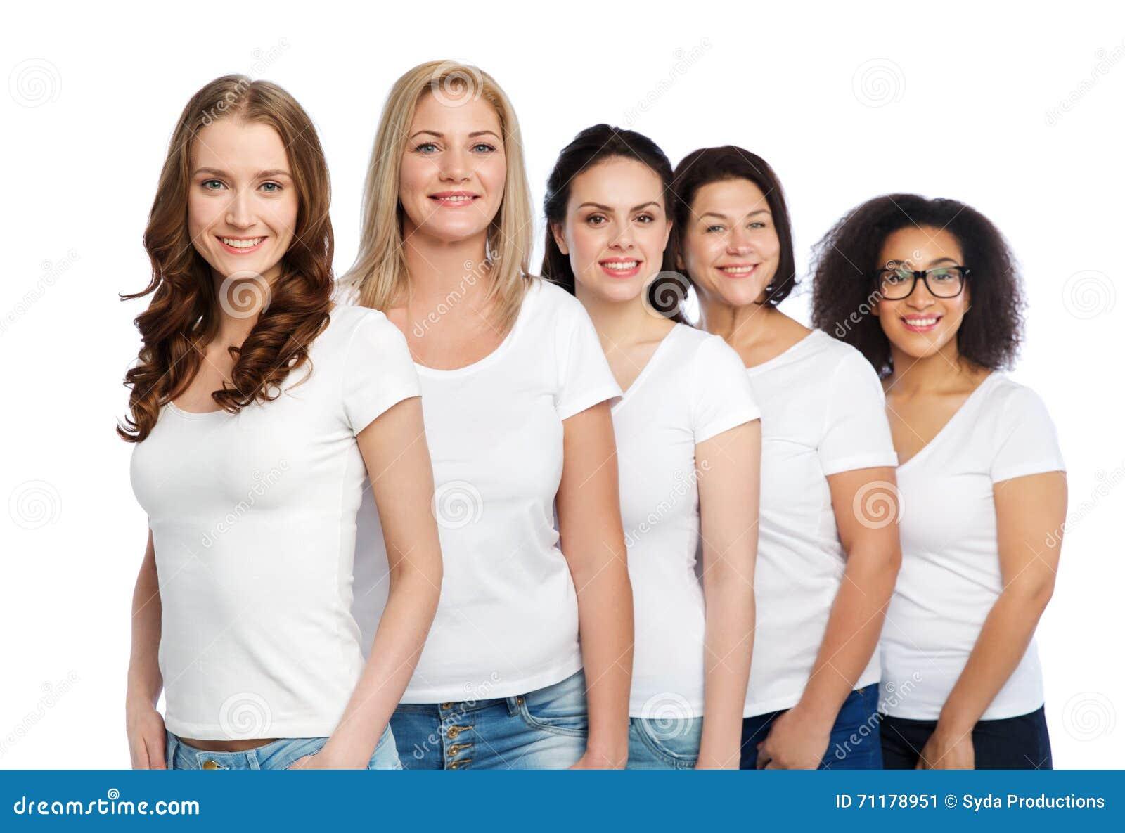 47845c9a835 Amistad, positivo diverso, del cuerpo y concepto de la gente - grupo de  diversas tallas de mujeres felices en las camisetas blancas