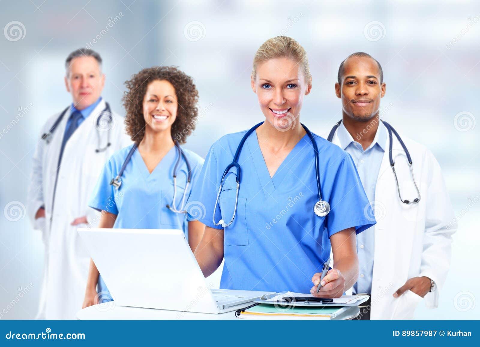 Grupo de doutores de hospital