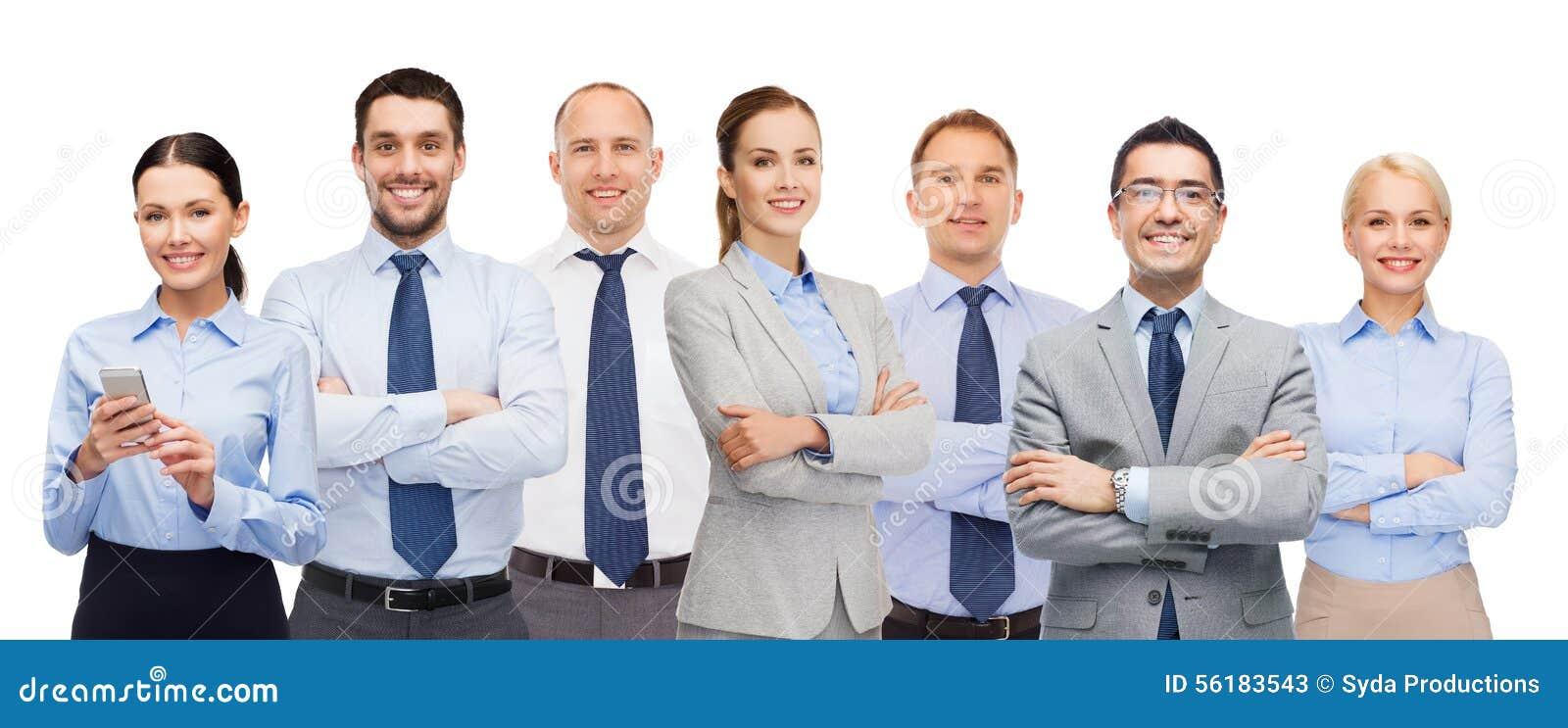 Grupo de empresários felizes com braços cruzados