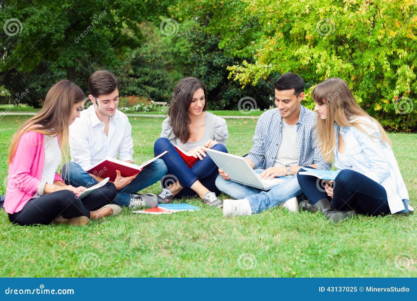 al aire libre estudiantes